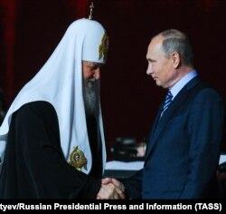 Президент Росії Володимир Путін (праворуч) і Московський патріарх Кирило. Москва, 22 листопада 2016 року
