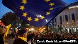 Грузин оппозициясының Тбилиси орталығындағы митингілерінің бірі. 14 қараша 2019 жыл.