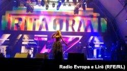 Rita Ora gjatë një koncerti