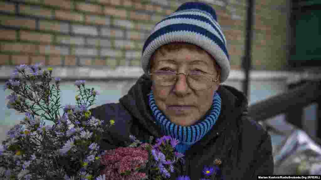 Жінці в день приїзду Радіо Свобода виповнилося 60 років. Про святкування вона не задумується, лише просить, аби подарували мир