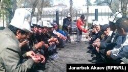 """""""Ата-Журттун"""" тарапкерлери сот алдында. Бишкек, март, 2013-жыл"""