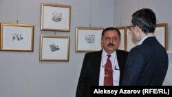 Консул Индии в Алматы Навин Капур на выставке американского художника Шри Чинмоя. Алматы. 17 ноября 2015 года.