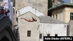 Lorens Listo, pobjednik 446. takmičenja u skokovima na glavu sa mostarskog Starog Mosta, 29, juli 2012.