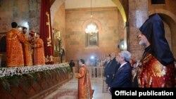 Президент Серж Саргсян присутствовал на Святой литургии Пасхального Сочельника в церкви Сурб Саргис в Ереване, 15 апреля, 2017 г.
