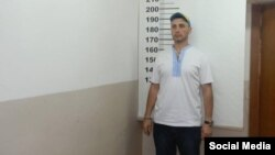 Арест одного из крымских активистов, фото - Facebook Вельдара Шукурджиева