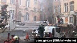 За даними рятувальників, евакуювали понад 40 людей