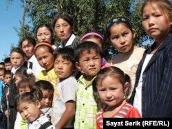 Дети казахов-репатриантов. Село Есиль Карагандинской области, 2 сентября 2010 года. Иллюстративное фото.