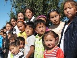 Дети оралманов, живущих в селе Есиль Карагандинской области. Иллюстративное фото.