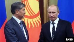 Orsýetiň premýer-ministri W.Putin gyrgyz kärdeşi A.Atambaýew bilen Moskwada duşuşýar, 27-nji dekabr, 2010-njy ýyl.
