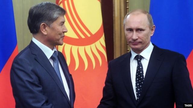 Almazbek Atambaev (left) with Russian Prime Minister Vladimir Putin in 2010