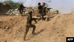 Իրաքցի աշխարհազորայինները «Իսլամական պետության» դեմ մարտի ժամանակ, մայիս, 2015թ․