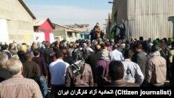 کارگران نیشکر هفتتپه با اشاره به وضعیت خود، خواستار بازگردانده شدن مالکیت این شرکت به دولت شدهاند.
