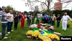 Molitva na grobu Ayrtona Senne, Sao Paolo, 1. maj 2014.