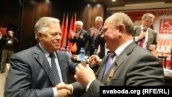 Лідер КПУ Петро Симоненко (Л) і лідер КПРФ Геннадій Зюганов (архівне фото)