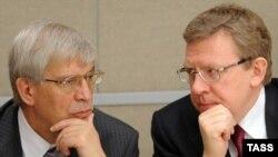 Председатель Банка России Сергей Игнатьев (слева) и бывший министр финансов Алексей Кудрин