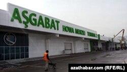 Käbir daşary ýurtly syýahatçylar Türkmenistana wiza almagyň kyndygyny aýdýarlar.