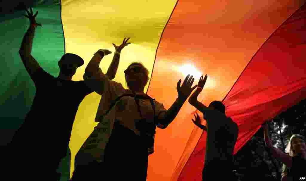Удзельнікі гей-параду ў Бялградзе, 18 верасьня.