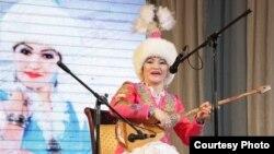 Айгүл Елшібаева, қазақтың дәстүрлі әншісі һәм жыршысы.