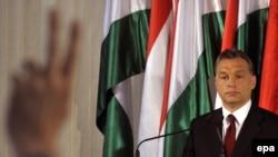 Viktor Orban, președintele Fidesz la o conferință de presă