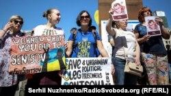 Украински активисти бараат ослободување од затвор на режисерот Олег Сентсов. 2 јуни.2018.