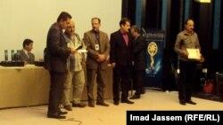 جانب من توزيع الجوائز على الفائزين في مهرجان بغداد السينمائي الدولي الرابع