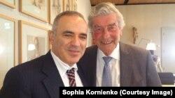 Гарри Каспаров и бывший премьер-министр Нидерландов Рууд Любберс в Тилбурге