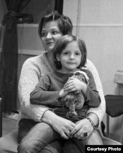 Александра Крыленкова с дочерью