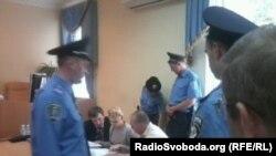 Украинаның бұрынғы премьер-министрі Юлия Тимошенко Киевтегі сотта отыр. 31 тамыз 2011 жыл.