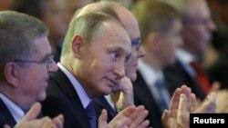 Томас Бах, Владимир Путин, принц Альберт на Всемирном форуме олимпийцев в Москве в 2015 году