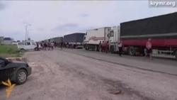 На кордоні з Кримом – черги із сотень фур