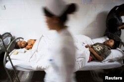 В больнице в китайском городе Жаотонг после разрушительного землетрясения. Иллюстративное фото. 3 августа 2014 года.