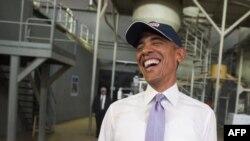 Президент США Барак Обама во время посещения завода по производству недорогого и высокобелкого продовольствия в Эфиопии