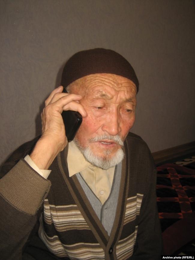 Кара-Кулжа районунун Бөрү айылынын тургуну Шарабидин аксакал.