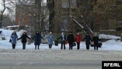 Гражданские активисты напротив здания прокуратуры Томской области