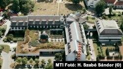 Az egri Flóra Hotel 2002-ben, még nem Mészáros Lőrinc tulajdonában