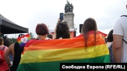Участниците в София прайд се събраха пред Паметника на съветската армия
