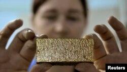Дастлабки ишлов берилган қуйма олтин рудаси (иллюстратив сурат)