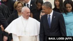 Рим папасы Франциск (сол жақта) пен АҚШ президенті Барак Обама. Мэриленд штаты, АҚШ, 22 қыркүйек 2015 жыл.