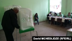 Վրաստան - Տեղական ընտրությունների քվեարկությունը ընտրատեղամասերից մեկում, 21-ը հոկտեմբերի, 2017թ․