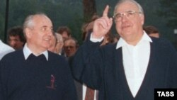Mihail Gorbačev i Helmut Kohl, juli 1990.