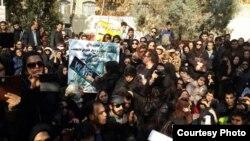 تصاویر دریافتی از تجمع اعتراضی روز یکشنبه پرستاران مقابل ساختمان ریاست جمهوری