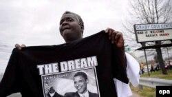 Аксар қора танли америкаликлар учун Обаманинг президентликка келиши Мартин Лютер Кинг орзуси ушалган кун сифатида тарихга киради.