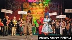 """Открытие международного фестиваля театров кукол """"Ортеке"""". Алматы, 25 октября 2011 года."""