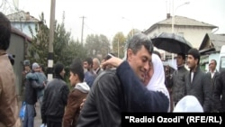 Раҳоии маҳбусон аз яке аз зиндонҳои Душанбе. 3 ноябр