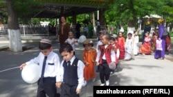 Воспитанники одного из детсадов в Ашхабаде.