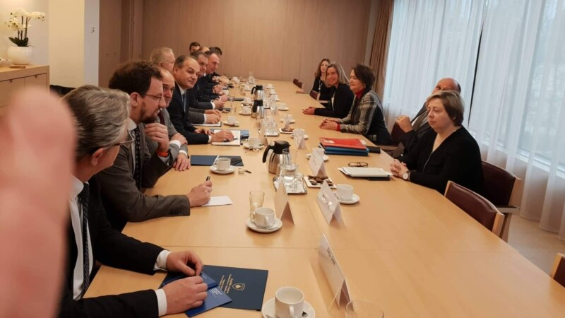 EU's Mogherini, Kosovar Delegation Discuss Normalizing Relations With Serbia