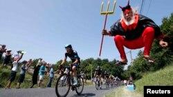 «Тур-де-Франс» көпкүндігінің Фужер мен Тур аралығында өткен 12-кезеңі. 11 шілде 2013 жыл.