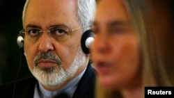 Iranian Foreign Minister Mohammad Javad Zarif (left) spoke about Islamic State in a phone call to his Italian counterpart, Federica Mogherini (right). (file photo)