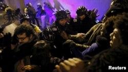 Përleshje e policisë me demonstruesit pas publikimit të videos në Çikago