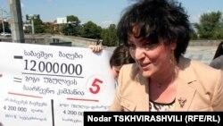 По словам члена Республиканской партии, на обеспечение различных культурных мероприятий сценическими конструкциями, трибунами и прочими атрибутами мэрия Тбилиси объявила тендеры на общую сумму в три миллиона лари